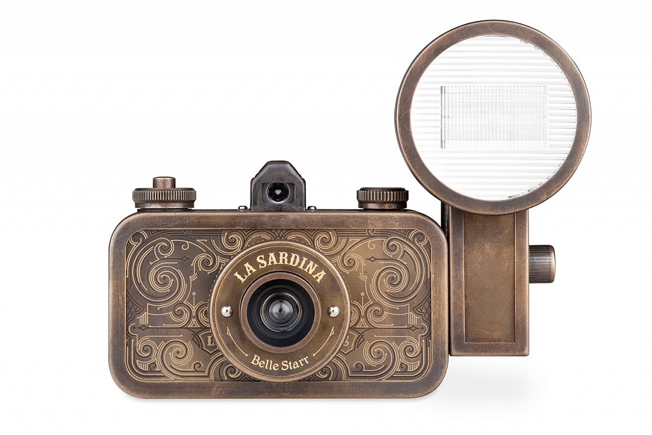La Sardina Camera and Flash Belle Starr фото №2