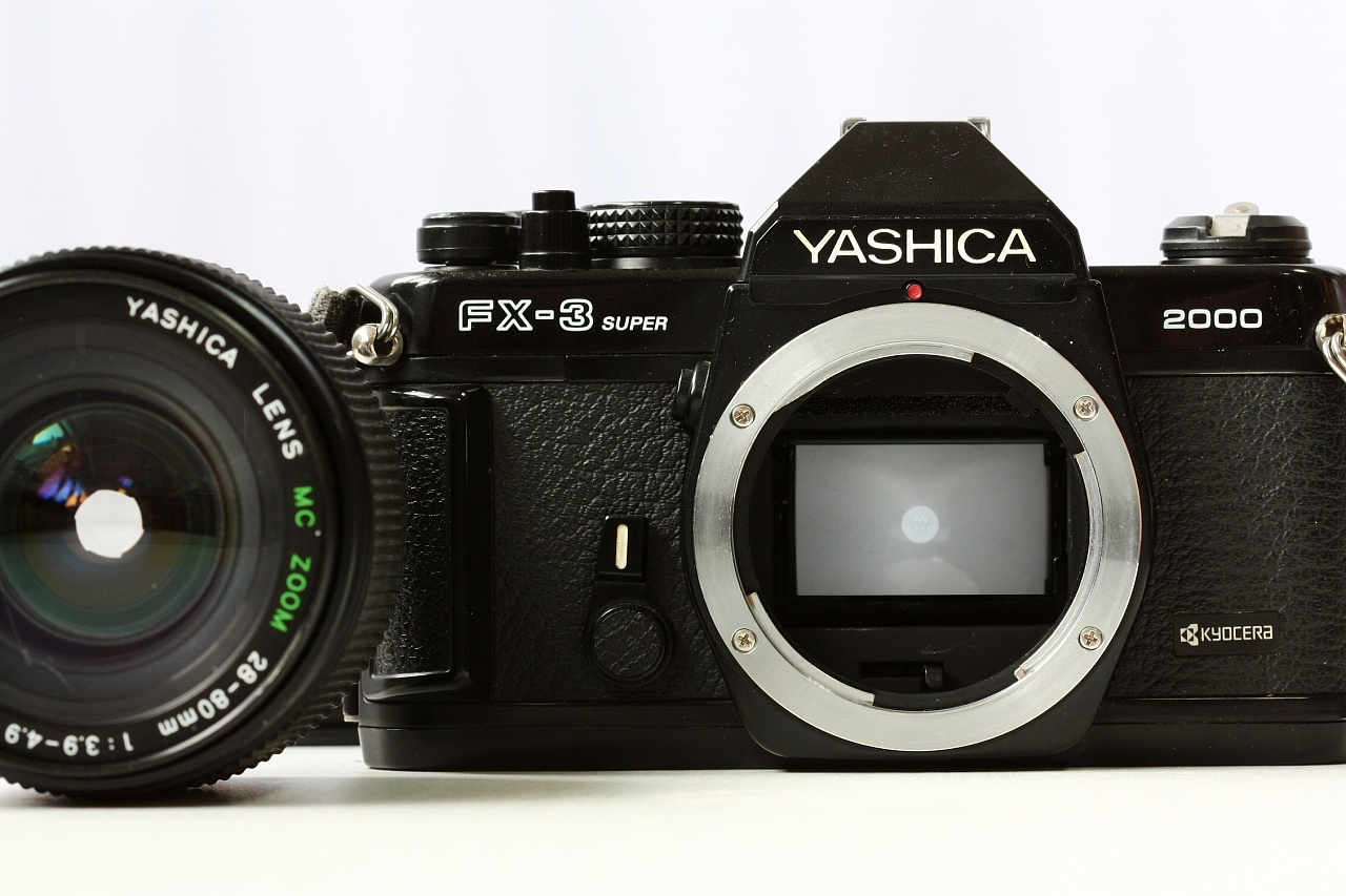 Yashica FX3 Super 2000 + Yashica Lens MC Zoom 28-80 mm f/3.9-4.9 фото №3