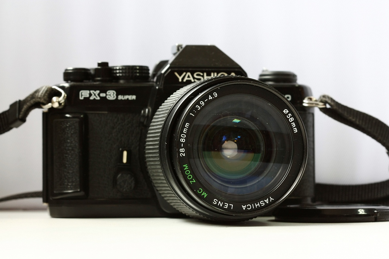 Yashica FX3 Super 2000 + Yashica Lens MC Zoom 28-80 mm f/3.9-4.9 фото №1